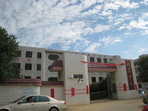 在粤西山区捐建教学楼2