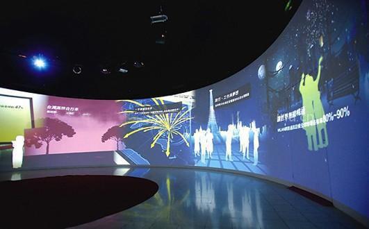 投影仪天生存在色差,融合系统可有效予以消除