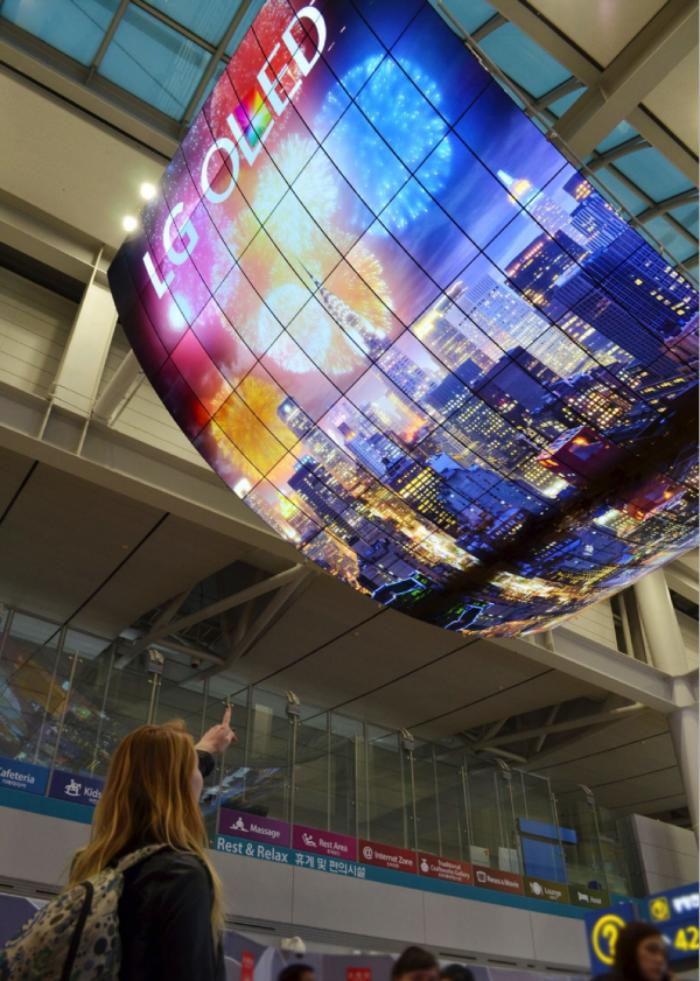 OLED成商显市场全新机遇 LG等屏企加快开拓步伐