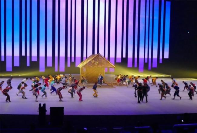 """东南亚运动会开幕式,艾比森上演""""极限挑战""""图片"""