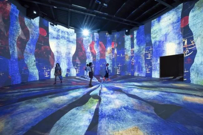 """来自潜艇基地的全球规模最大沉浸式数字艺术展馆——""""光影流池""""图片"""