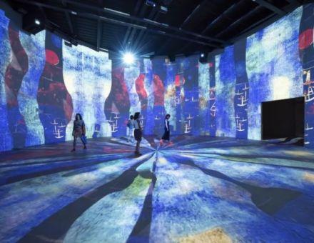 """来自潜艇基地的全球规模最大沉浸式数字艺术展馆——""""光影流池"""""""