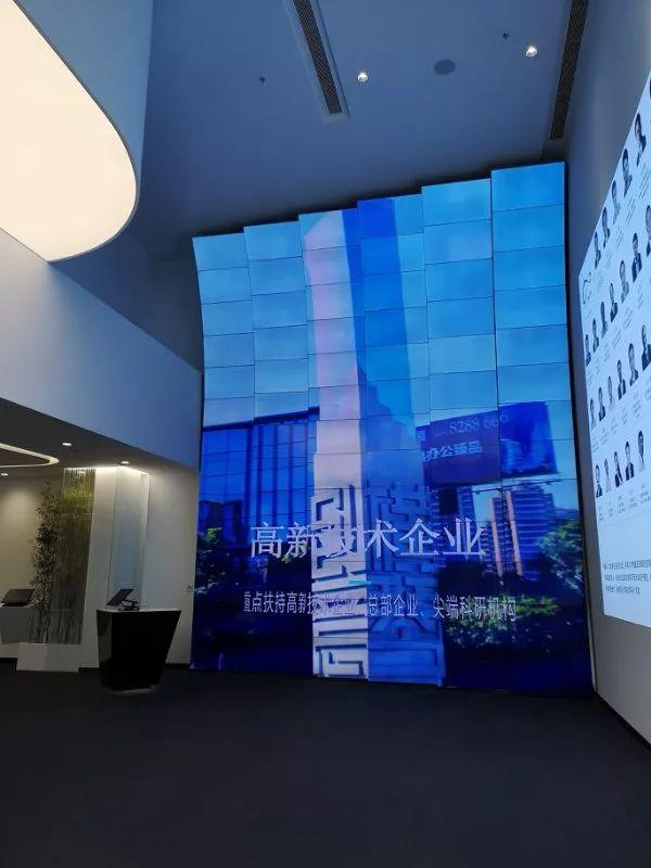 在横琴·澳门青年创业谷,体验LG拼接屏的无边魅力!