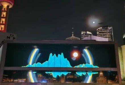 """抢""""滩""""登陆!联建光电巨幅户外小间距造就""""上海显示之最""""!"""