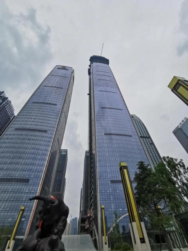 刷新高度!艾比森12K LED显示屏亮相贵阳第一高楼