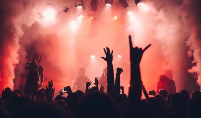 乐队嗨现场 | 摇滚不只有呐喊,Syva也有超能力。