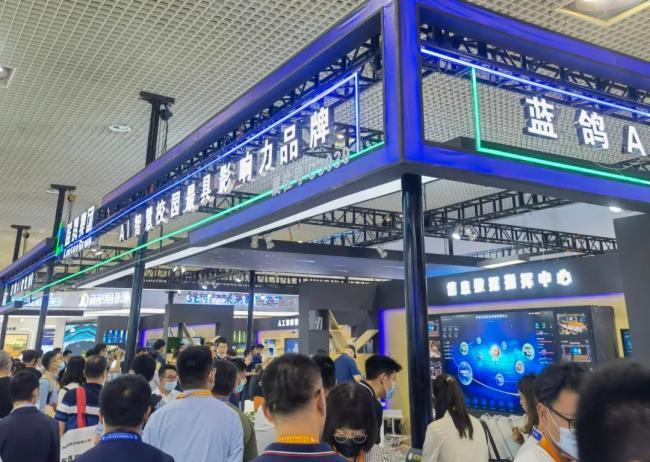 觀展人數超十萬!藍鴿AI一體化智慧校園成為第79屆中國教育裝備展耀陽焦點