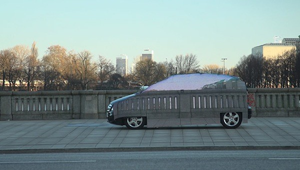 奔驰通过 LED 技术打造出一辆「隐形」 电动车