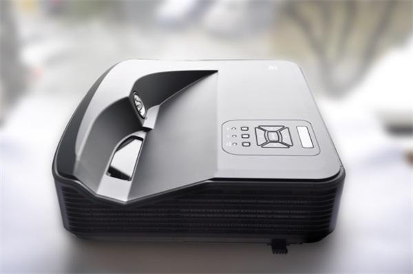 DHN首款激光投影机 激光+1080P+触控+融合