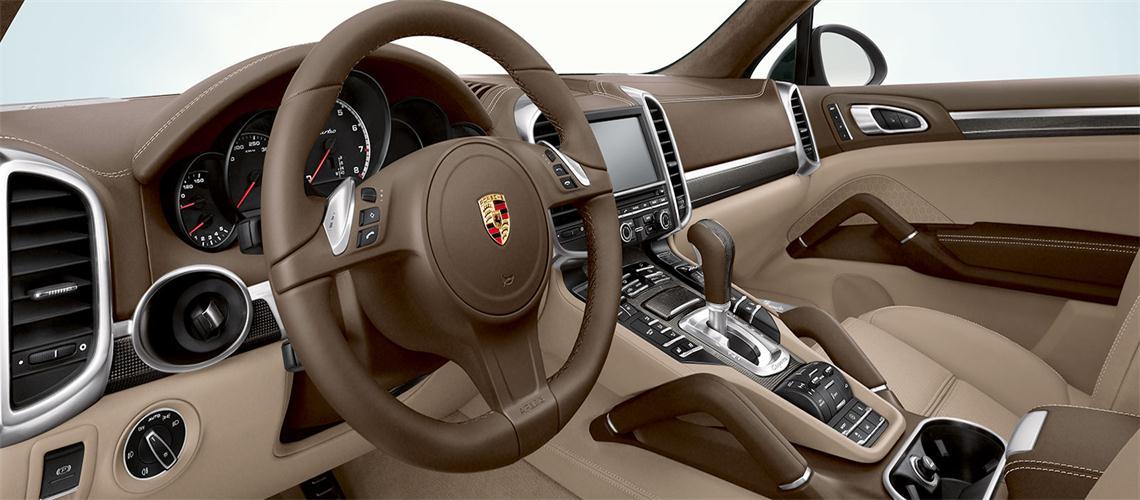 据悉汽车显示屏正走向高清大屏化、集成化、智能化