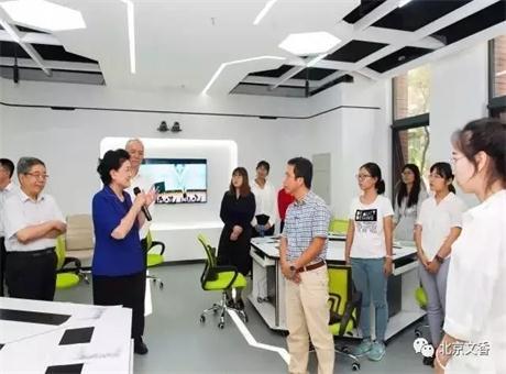 国务院副总理刘延东参观文香智慧录播教室 ——做好学生引路人手上的灯