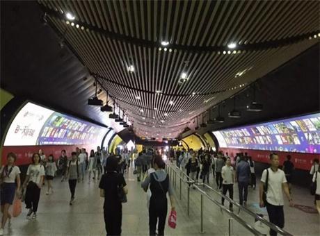 松下工程投影机再助上海徐家汇地铁站魅力升级,精彩延续!