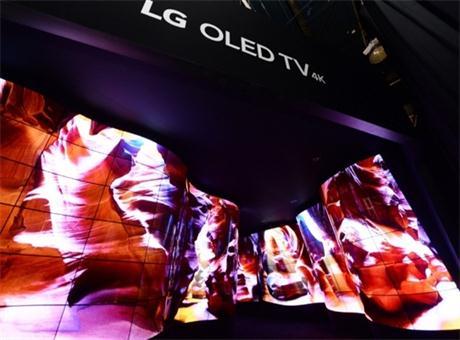 LG晒出92英寸超弯曲柔性屏20亿像素图片