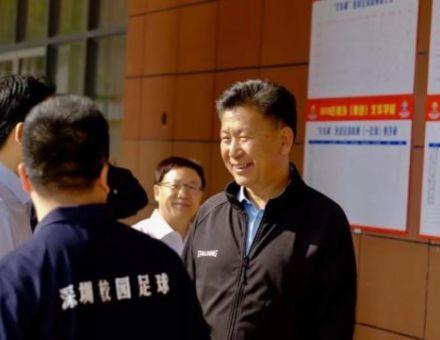 王登峰莅临深圳南外学校体验校园足球文化,锐取yFoot获高度点赞!