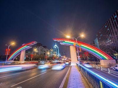 上海三思异型LED显示屏助力彩虹桥