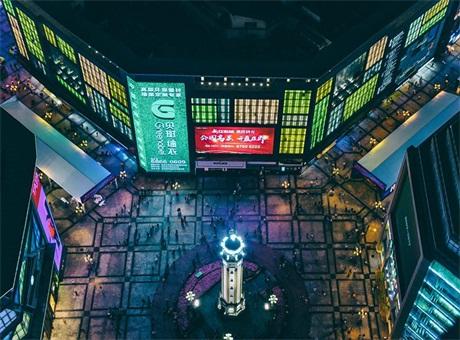 上海三思LED屏打造解放碑新地标