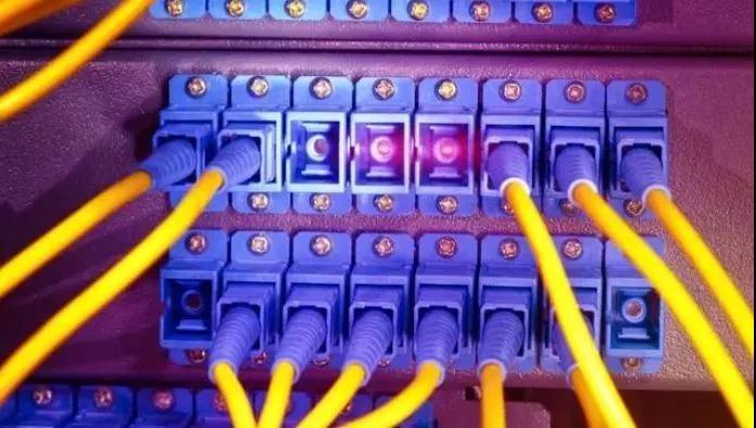 【大因学堂】核心交换机相对普通交换机有哪些优势与区别