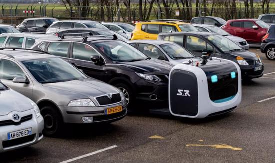 自动泊车不好用?你还可以把车交给停车场的机器人