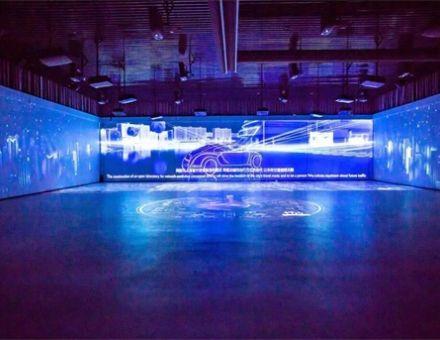 当科技与投影相融合,鸿合带你走进多彩炫酷的现代多媒体展厅!