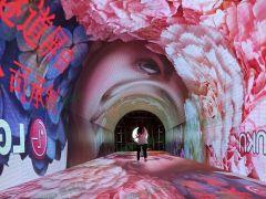 旅游景區必備好項目—led時光隧道屏讓你景區紅紅火火!